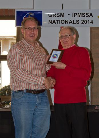 Mr. Colin Burgess, IPMS/SA President presenting the Award to Mr. Julian Bishop